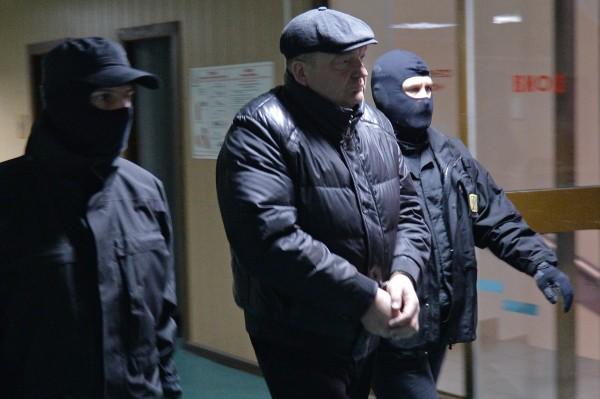 Бывший директор ФСИН России Александр Реймер (второй слева) перед заседанием Пресненского суда Москвы