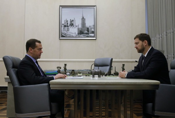 Председатель правительства РФ Дмитрий Медведев проводит встречу с главой Федерального агентства по делам национальностей Игорем Бариновым