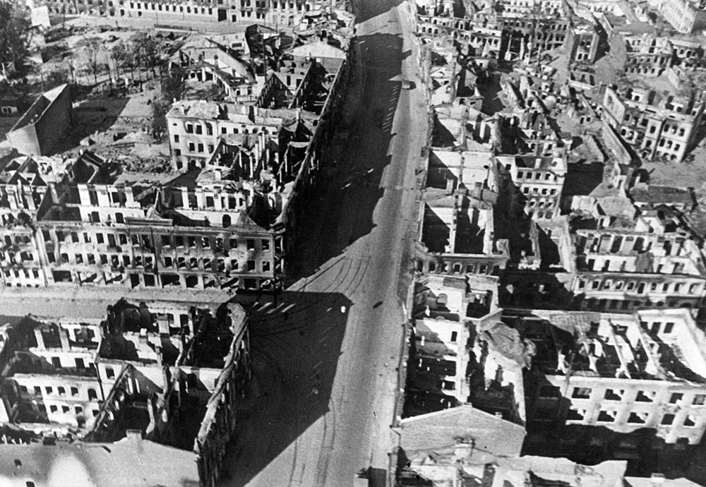 Разрушенные дома Минска после авиаударов