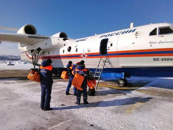 Самолёт МЧС России Бе-200 готовится к поисково-спасательной операции