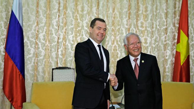 Дмитрия Медведева с председателем Народного комитета Хошимина Ле Хоанг Куаном