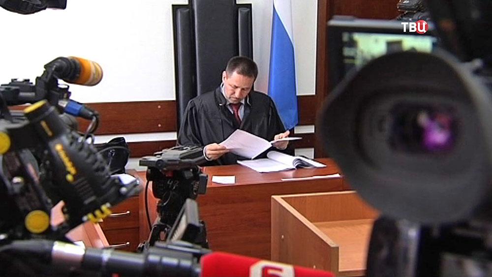 Суд над учительницей, заказавшей убийство своего ученика