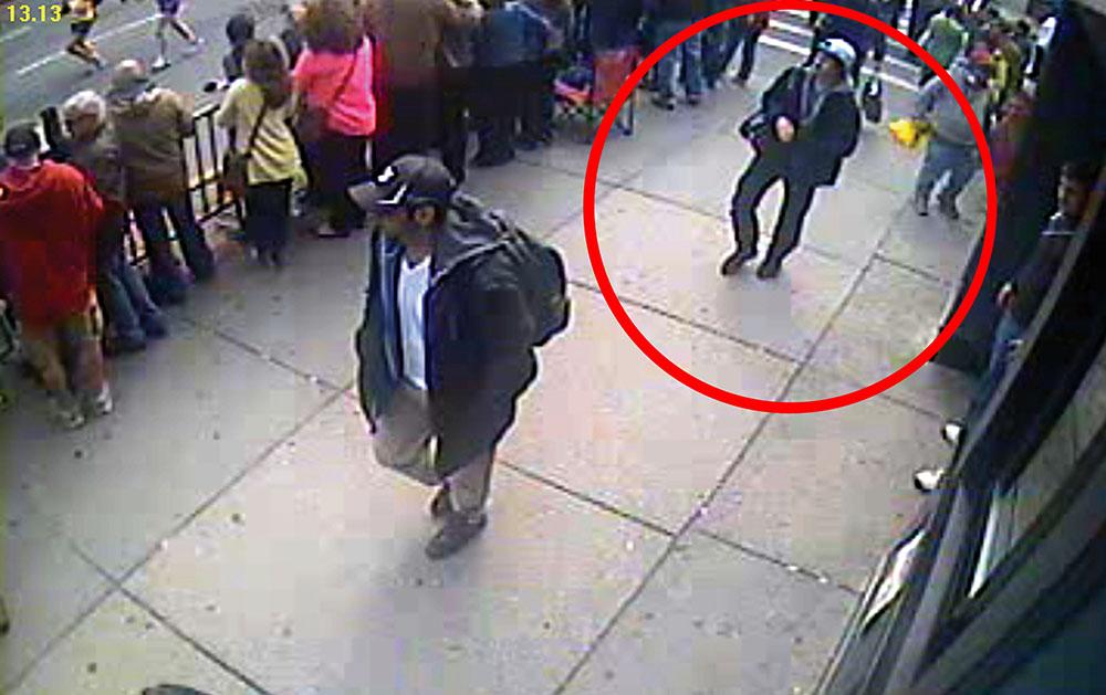Джохар Царнаев во время теракта в Бостоне