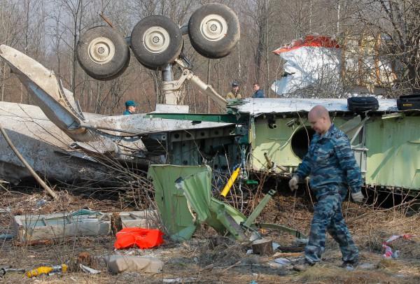 На месте крушения польского правительственного самолета Ту-154 под Смоленском