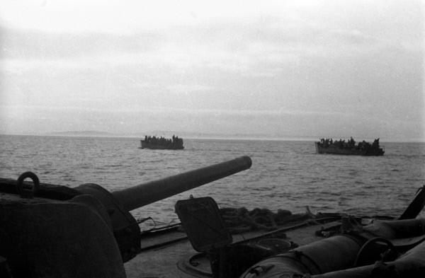 Район Керчи. Бронекатера с десантом в Керченском проливе