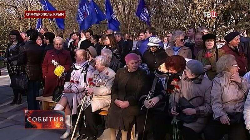 Жители Симферополя отмечают 71-ую годовщину освобождения города от фашисткой оккупации
