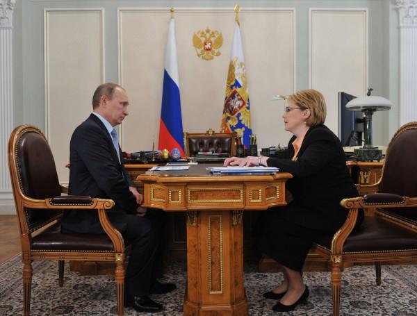 Президент России Владимир Путин и министр здравоохранения РФ Вероника Скворцова во время встречи