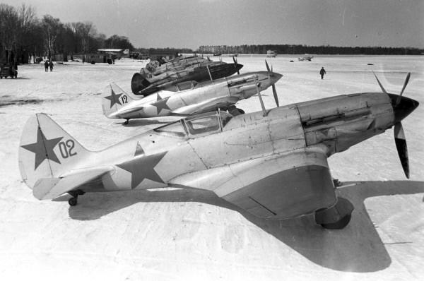 Истребители МиГ-3 на подмосковном аэродроме