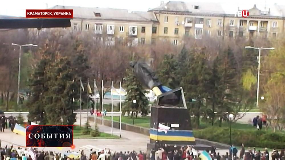 Снос памятника Ленину в Краматорске