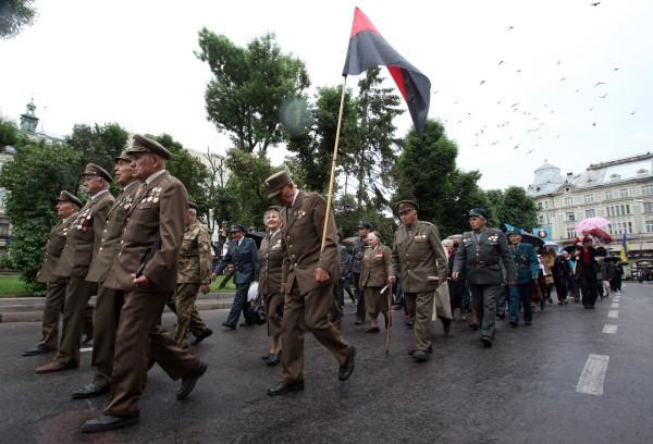 Ветераны УПА во время марша
