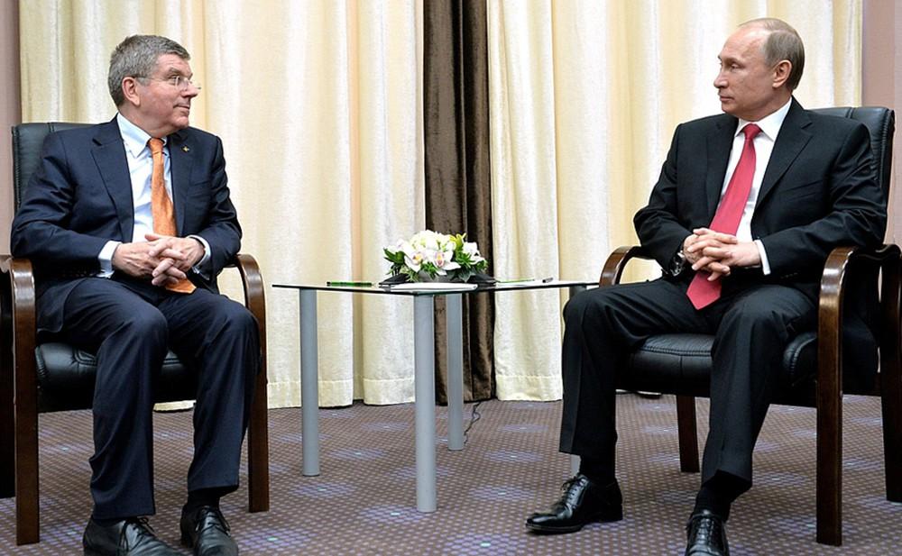 Президент России Владимир Путин и глава МОК Томас Бах
