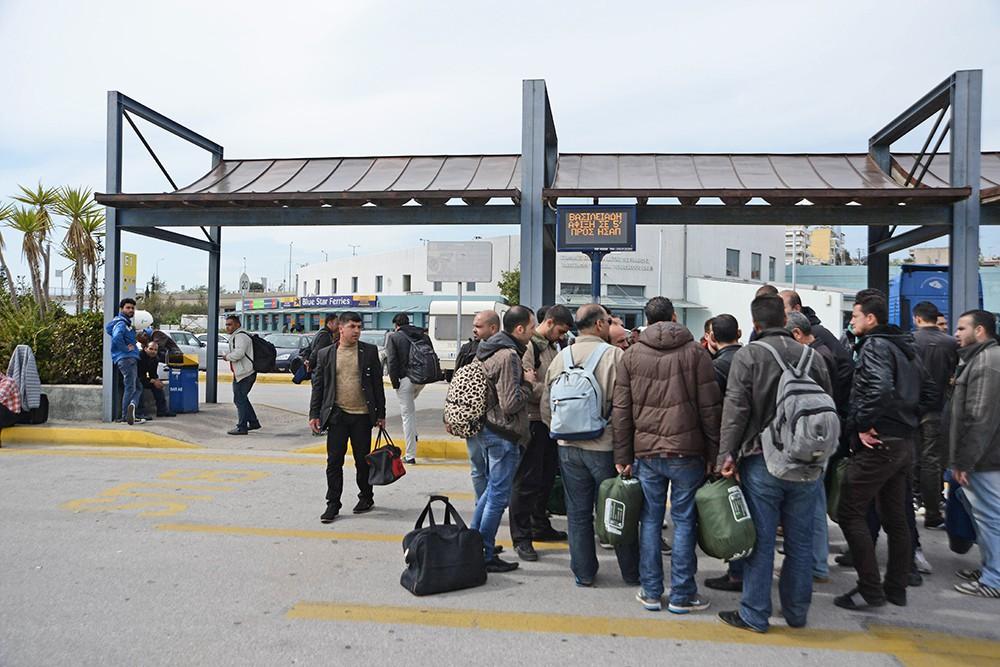 Очередь мигрантов в греческом порту