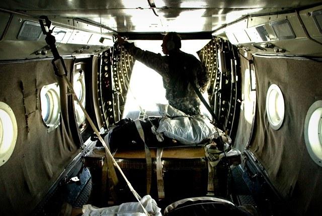 Боец частной военной компании Blackwater в самолете