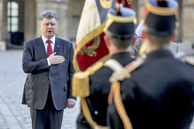 Президент Украины Пётр Порошенко прибыл во Францию