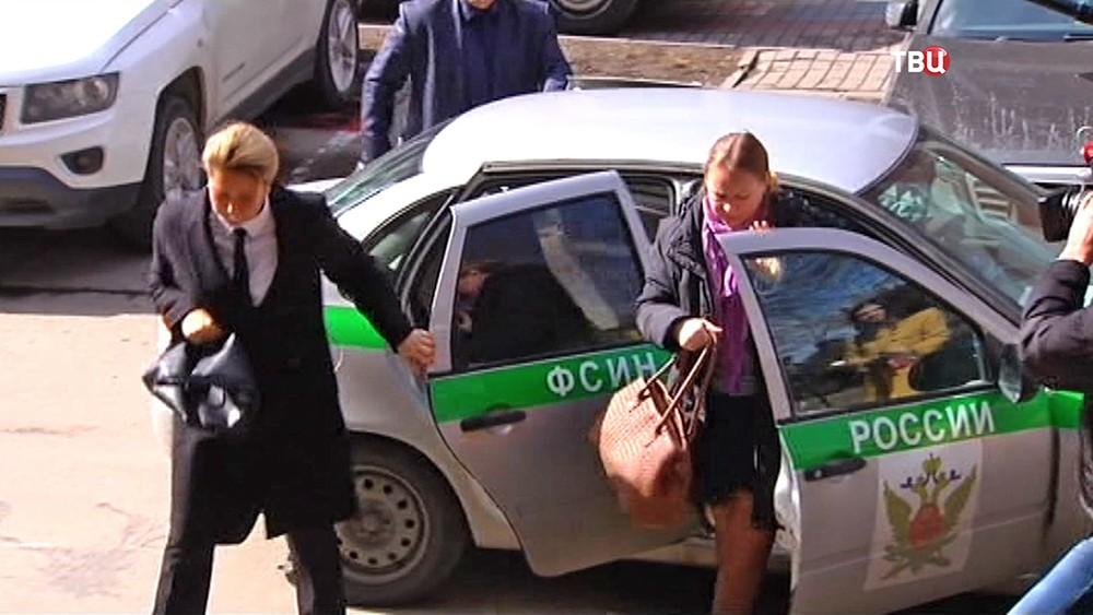 Евгения Васильева прибыла в суд