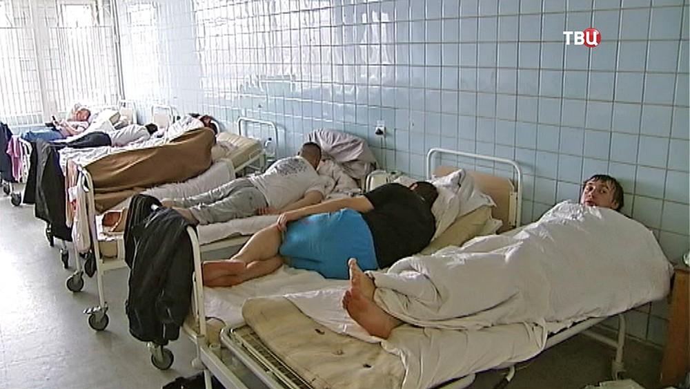 Пациенты в палате больницы