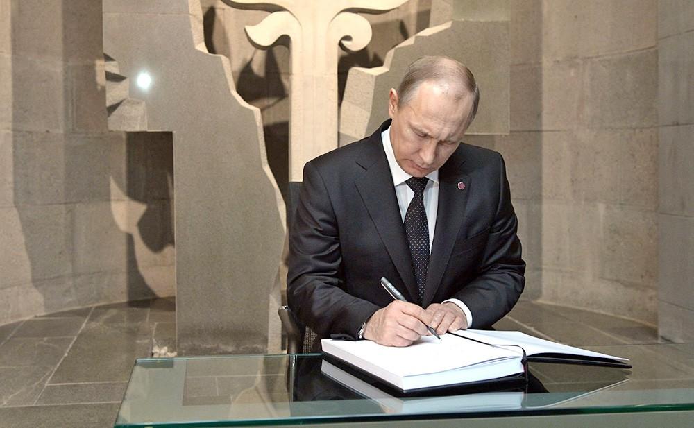 Президент России Владимир Путин принял участие в памятных мероприятиях, посвящённых 100-летию геноцида армян