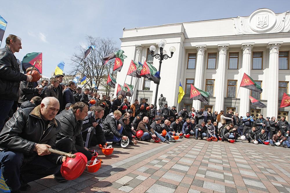 Митинг украинских шахтеров у здания Рады