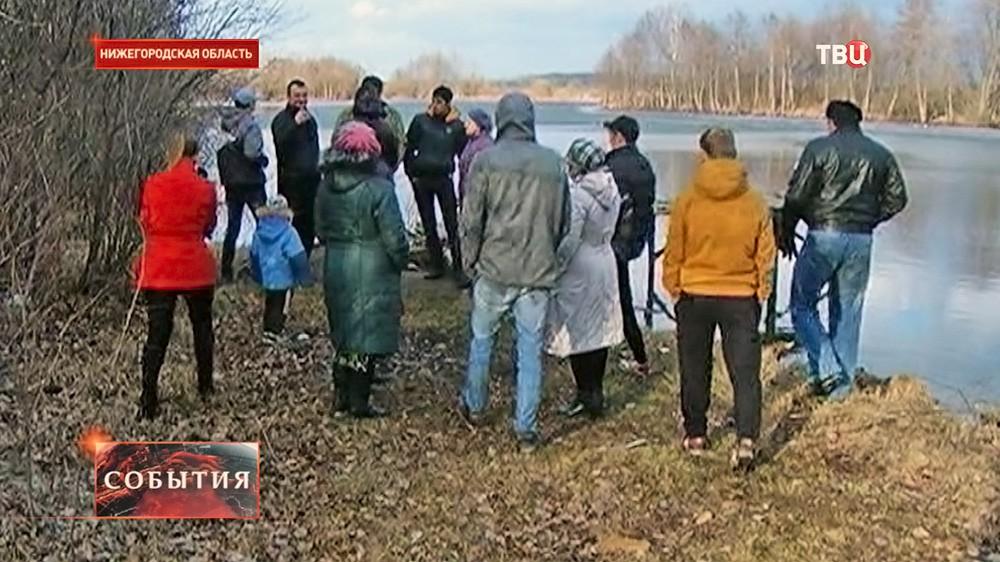 Жители возле отравленного озера в Нижегородской области