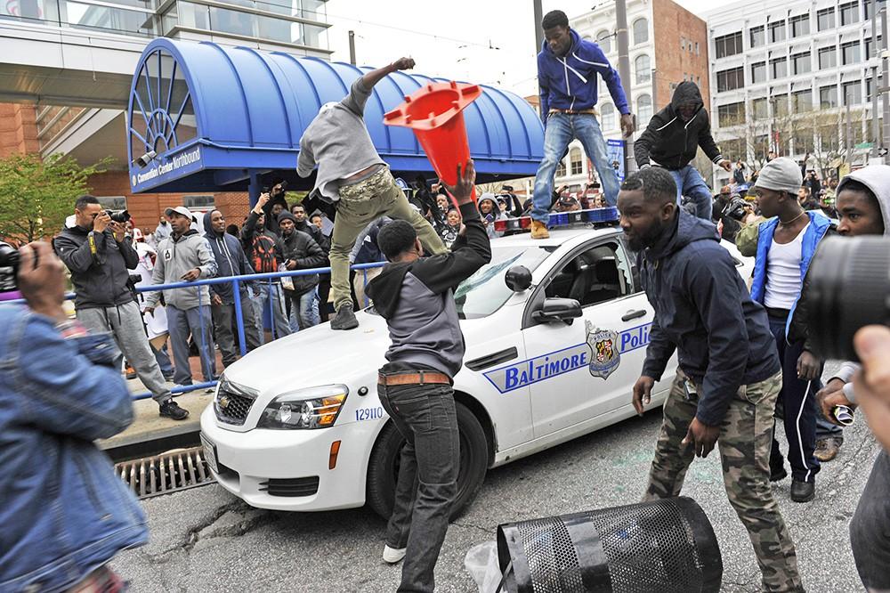 Столкновения с полицией в американском Балтиморе