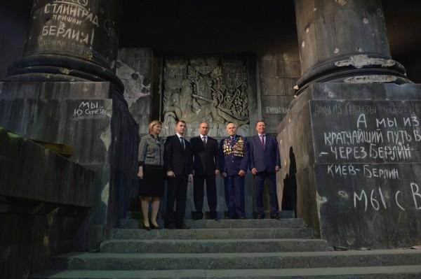 """Во время осмотра трехмерной панорамы """"Битва за Берлин. Подвиг знаменосцев"""""""