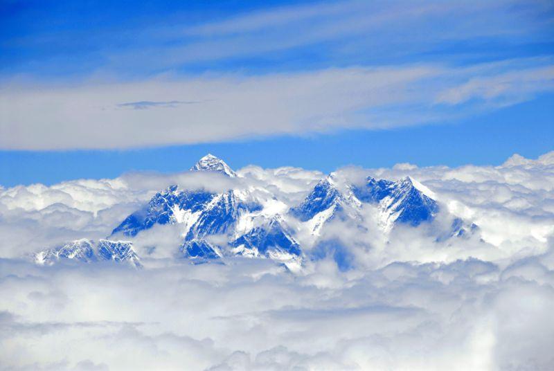 Вершина горы Эверест над