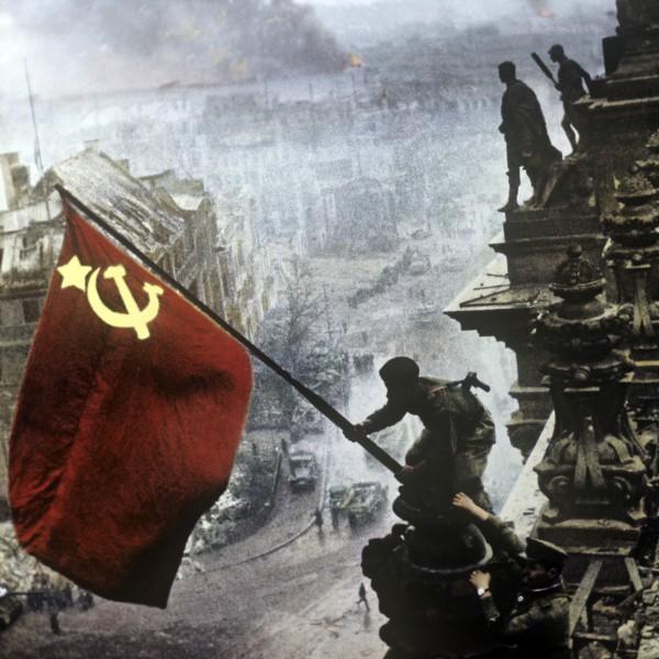 Знамя Победы на здании рейхстага