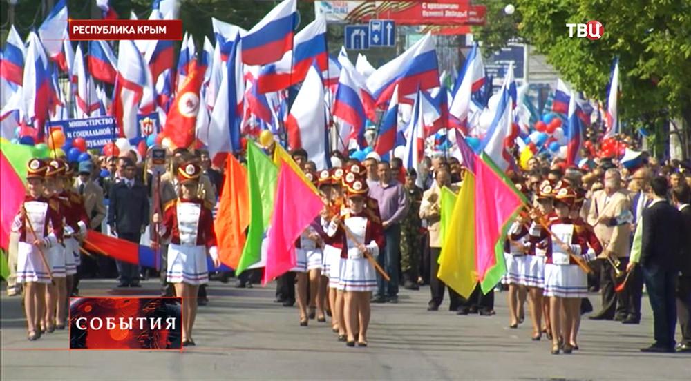 Участники демонстрации в Крыму