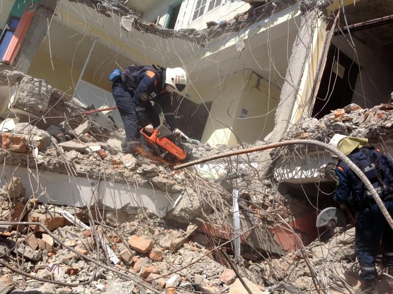 Работа отряда МЧС России в пострадавших от землетрясения районах Непала
