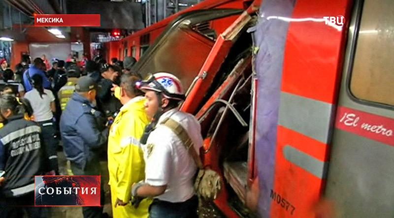 Столкновение поездов в Мексике