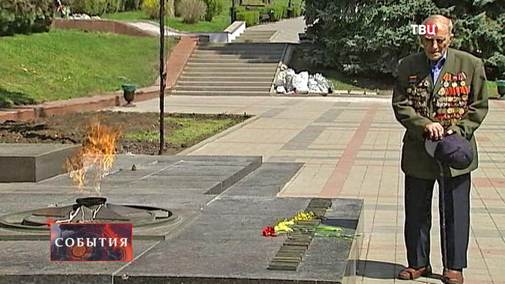 Ветеран у вечного огня в Пятигорске