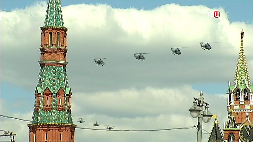 Пролёт военных вертолётов над Москвой