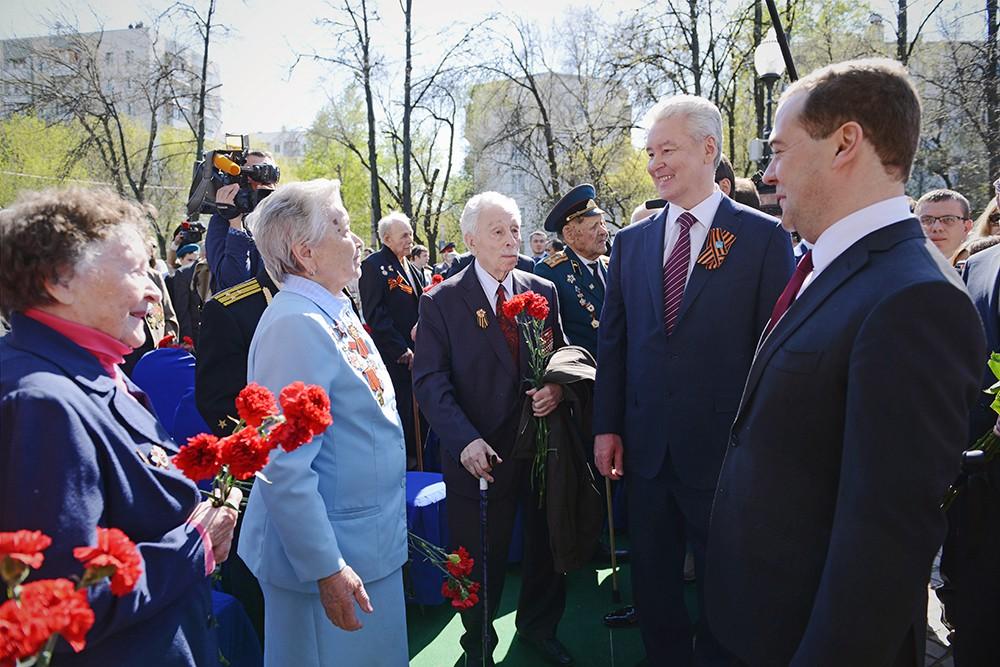 Дмитрий Медведев и Сергей Собянин встретились с ветеранами