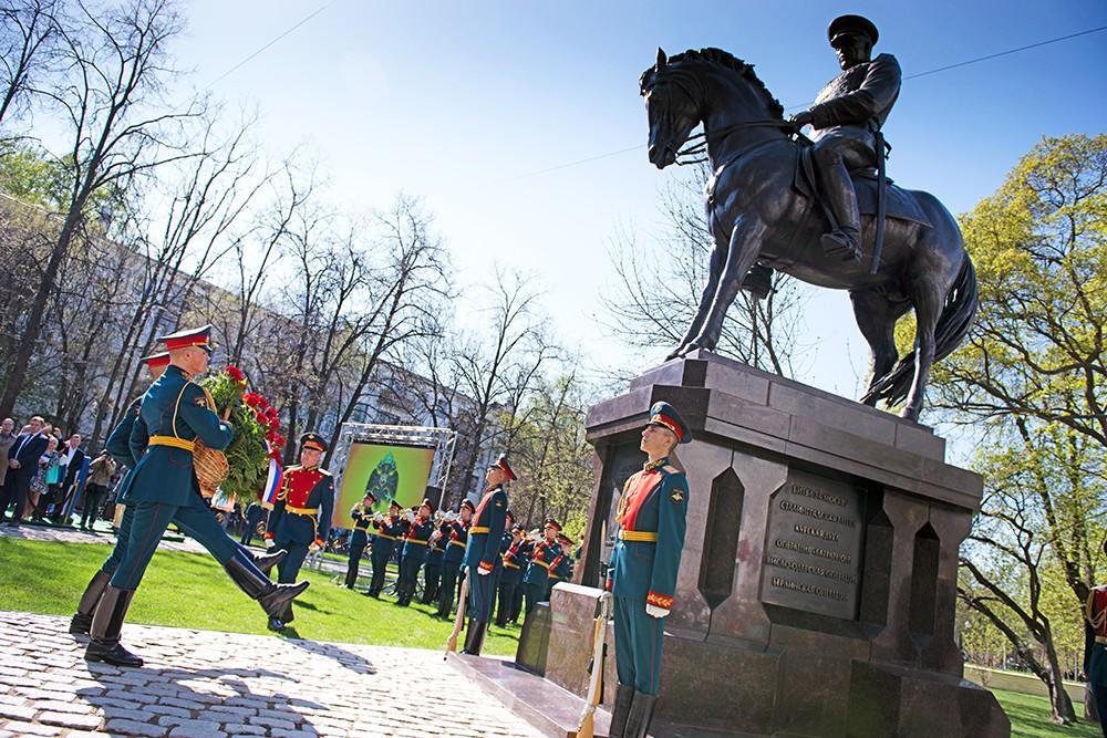 Памятник маршалу Рокоссовскому