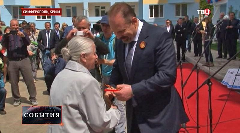 Торжественная церемония вручения ключей от квартир ветеранам ВОВ