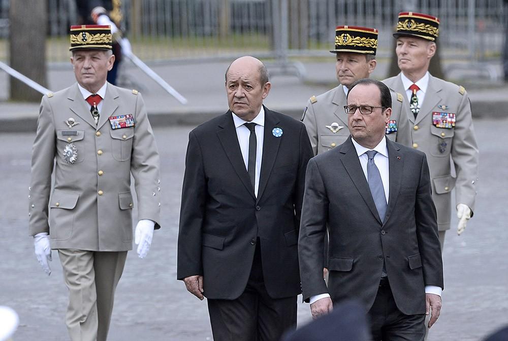 Франсуа Олланд посетил памятные мероприятия по случаю 70-летней годовщины Победы в Париже