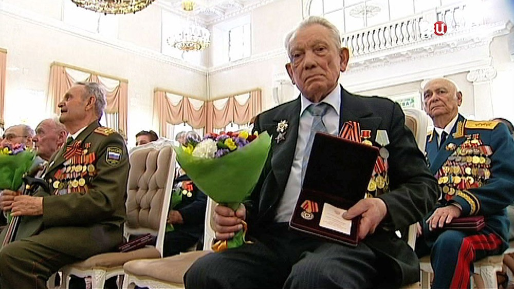 """Вручение юбилейных медалей """"70 лет Победы"""" ветеранам"""