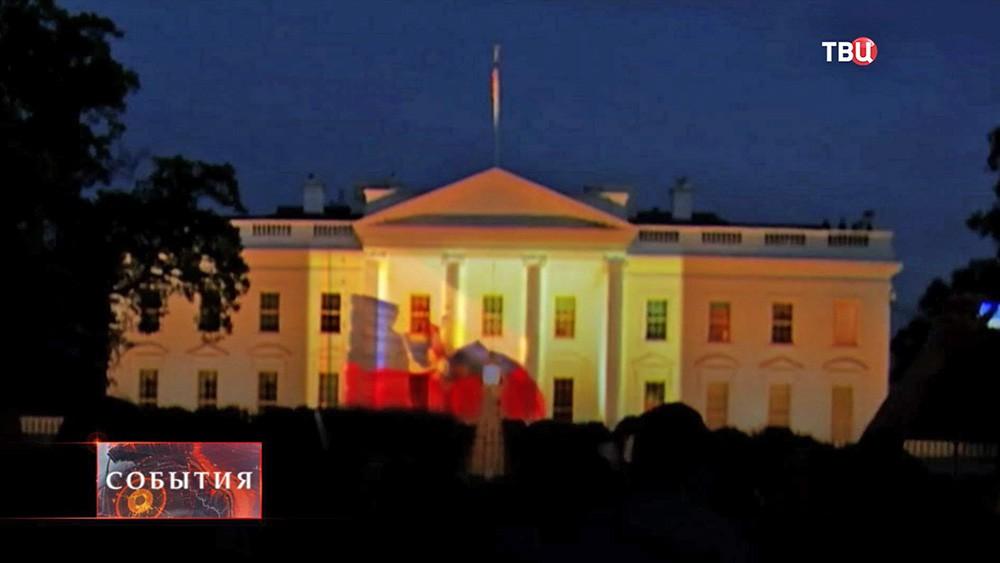 Видеопроекция парада на стене Белого Дома