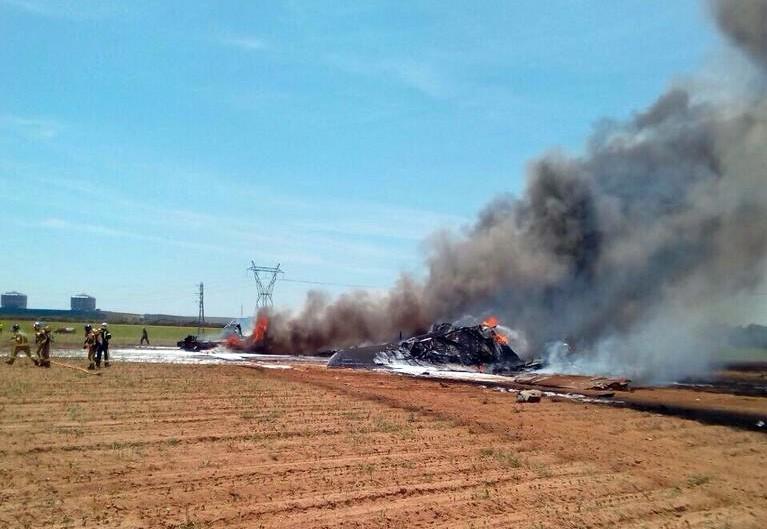 Спасатели на месте падения самолёта в Испании