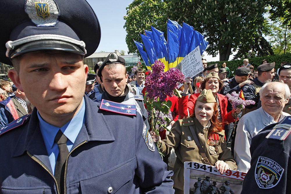 Украинская милиция во время празднования Дня Победы