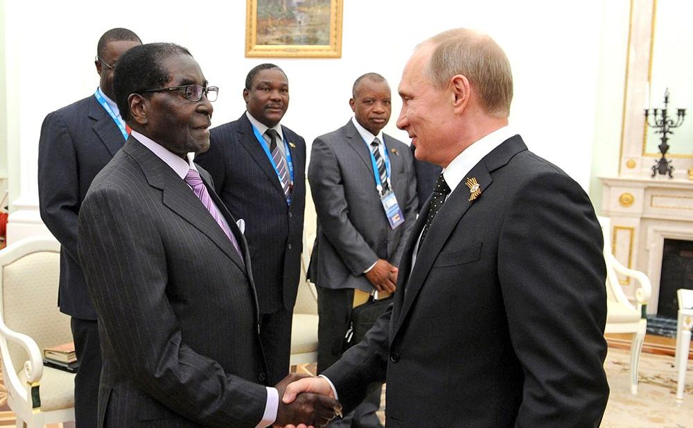 Президент России Владимир Путин и президент Зимбабве Роберт Мугабе