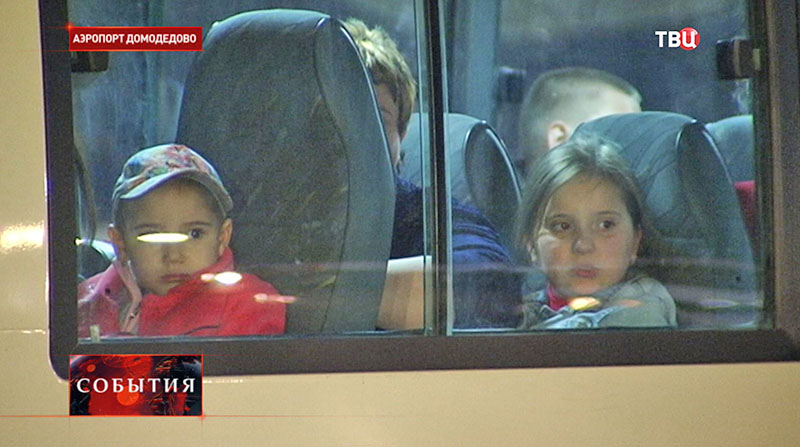 Спецборт МЧС доставил в Москву 18 тяжелобольных детей из Донбасса