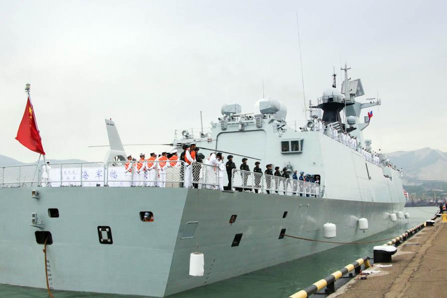 Корабль ВМС КНР во время Российско-китайских учений