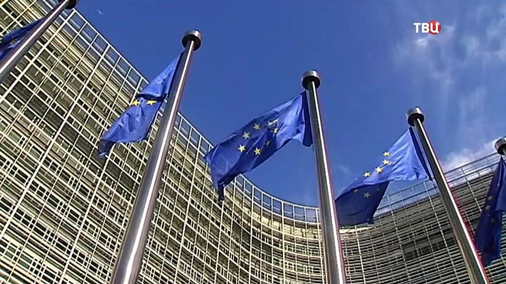 Флаги Евросоюза у здания штаб-квартиры ЕС