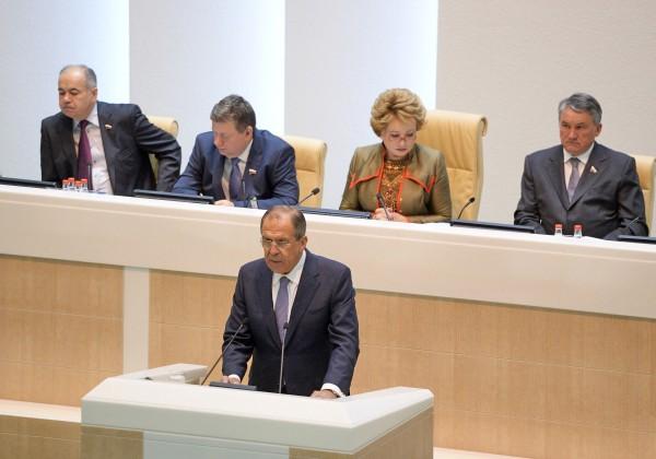 Министр иностранных дел РФ Сергей Лавров выступает в Совете Федерации РФ