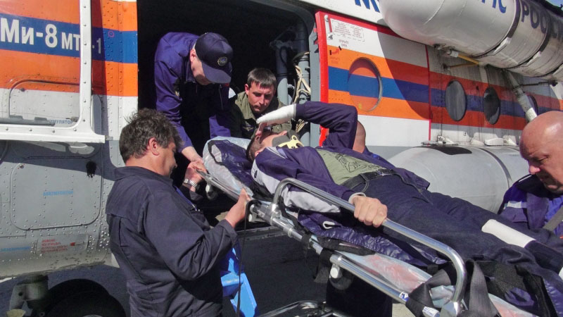 Эвакуация пострадавшего на вертолёте МЧС России