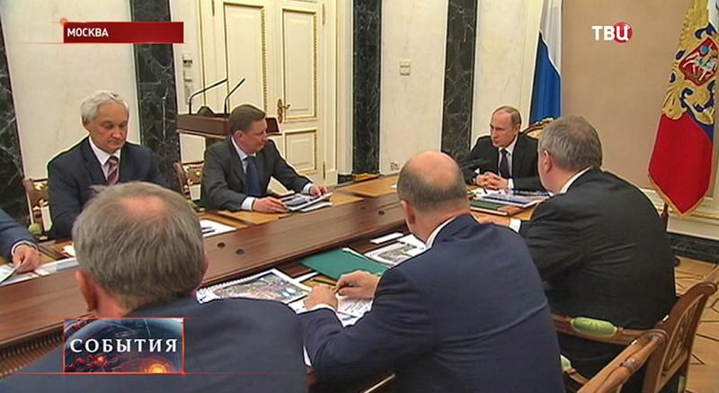 Владимир Путин на совещании в Кремле