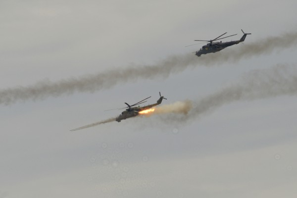 Вертолеты Ми-24 во время учений