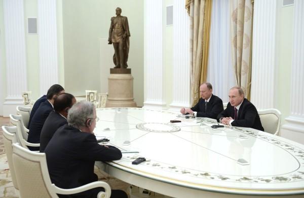 Президент России Владимир Путин во время встречи в Кремле с высокими представителями государств БРИКС