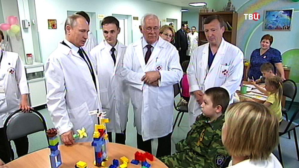 Владимир Путин посетил НИИ неотложной детской хирургии